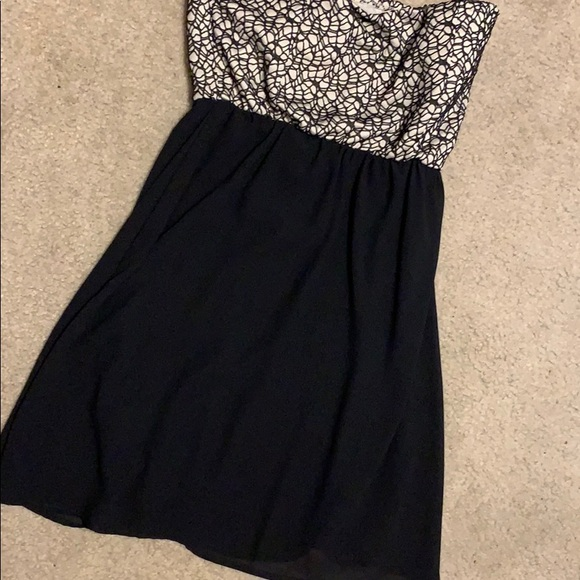 Body Central Dresses & Skirts - 🌸BUY2GET1FREE🌸 Strapless Tan and Black Dress